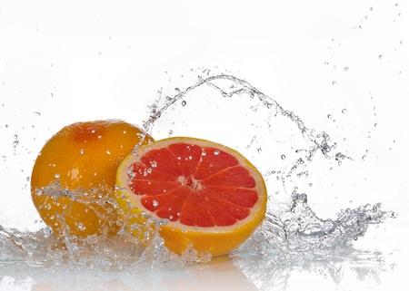 toronja: Pomelo con salpicaduras de agua Foto de archivo