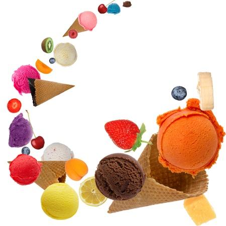 coppa di gelato: Palline di gelato in moto Archivio Fotografico