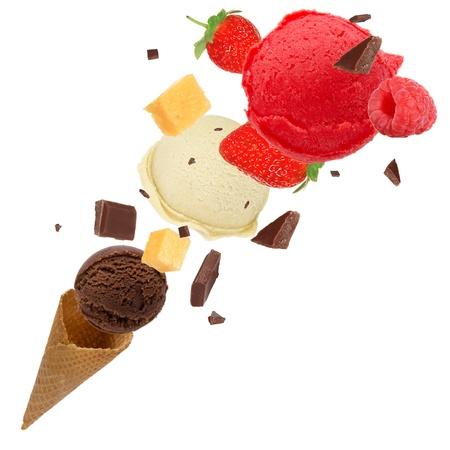 Cucharadas del helado en movimiento