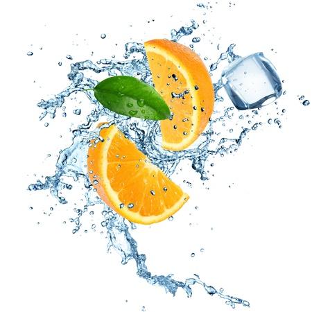 splash sinas: Sinaasappelen in water explosie