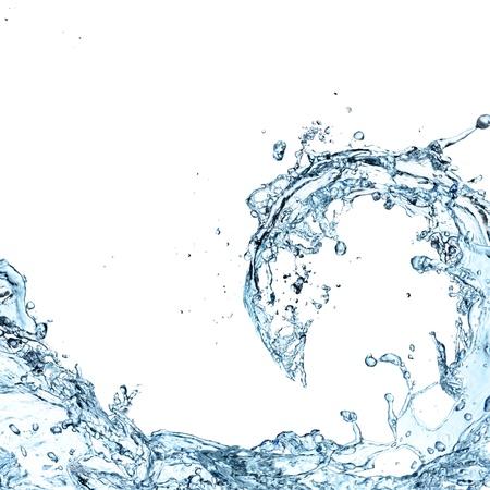 白い背景の上の水のしぶき
