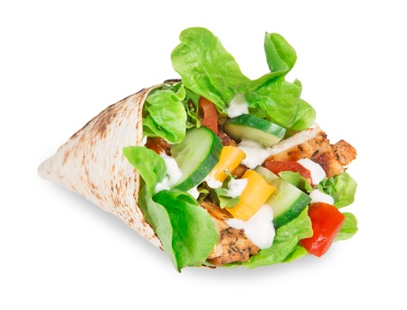 tortilla wrap: Rodajas de pollo en una envoltura de tortilla con lechuga sobre blanco Foto de archivo