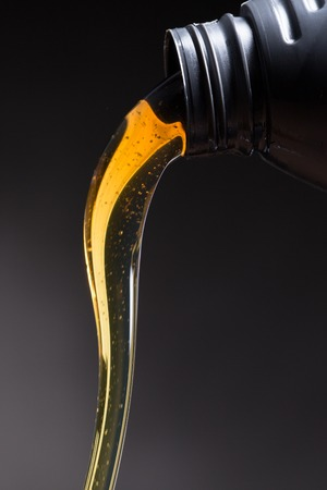 engines: Motor oil pouring