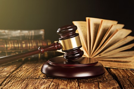 Wooden gavel and books on wooden table, law concept 스톡 콘텐츠