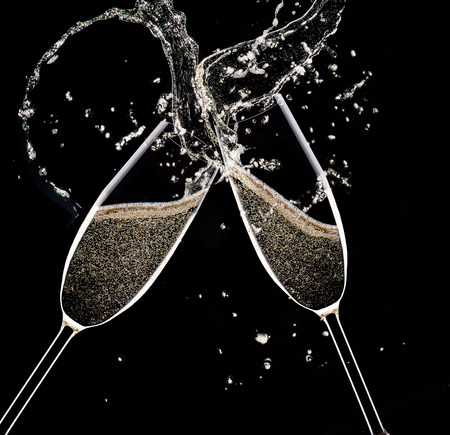 Champagne Flöten auf schwarzem Hintergrund, Feiern Thema. Standard-Bild - 33566923