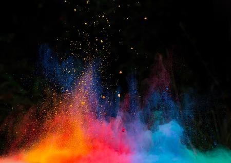 Lanceerde kleurrijke poeder, geïsoleerd op zwarte achtergrond Stockfoto - 36300866