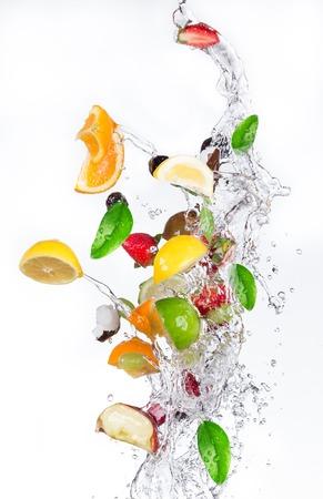 Frisches Obst mit Wasserspritzen Standard-Bild - 39163592