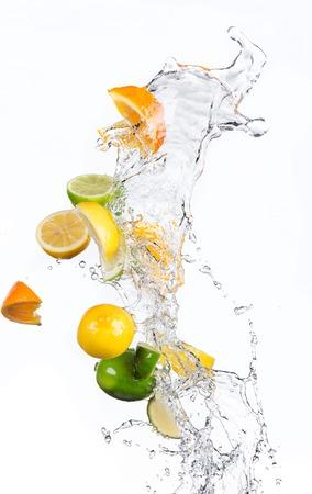 Frisches Obst mit Wasserspritzen Standard-Bild - 39278173