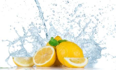 水のしぶきと新鮮な果物 写真素材