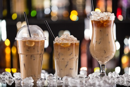 デスク、バーでコーヒーを氷クローズ アップ。 写真素材