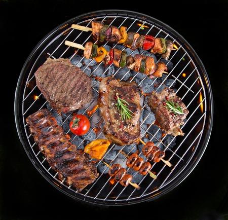 정원 그릴에 맛있는 고기