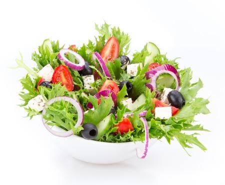 Verse smakelijke salade geïsoleerd op witte achtergrond Stockfoto