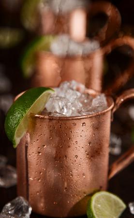 bebidas frias: Fr�a Mosc� mulas - Ginger Beer, lima y vodka en la barra