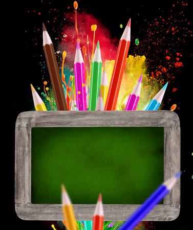 utiles escolares: Pequeña pizarra con útiles escolares