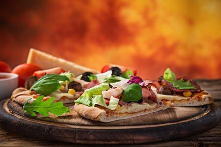 primavera: Delicious pizza primavera on wooden desk