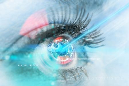 ojo humano: interfaz de exploración ojo de la mujer, primer plano.