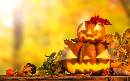Scarry citrouille d'Halloween fond, close-up.