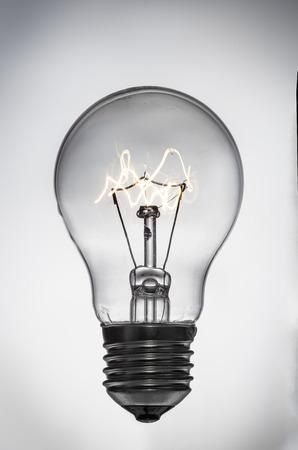 bombillas: Cerca de la bombilla brillante