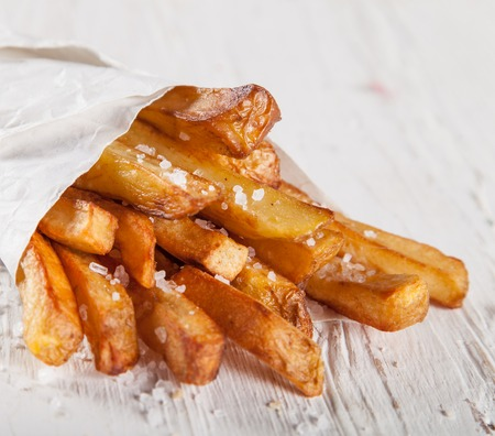 frites: Close-up home made French Fries on White wooden table