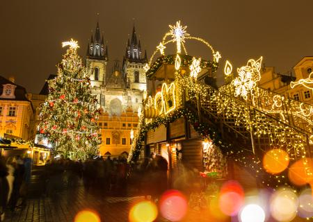 Der Altstädter Ring in Prag im Winter Nacht