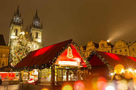 praha: The Old Town Square in Prague at winter night, Christmas time.