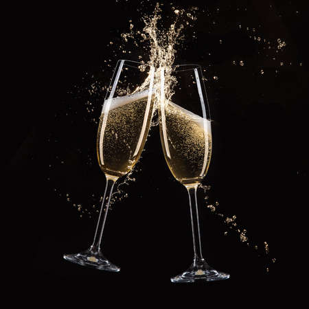 Glasses of champagne with splash, isolated on black Stockfoto