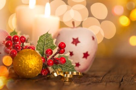 velas de navidad: Fondo de la Navidad, todavía la vida en la vieja mesa de madera.