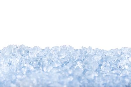 白い背景の前に砕いた氷。 写真素材