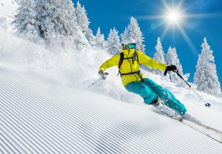 Freeride in frischen Pulverschnee. Skifahren.