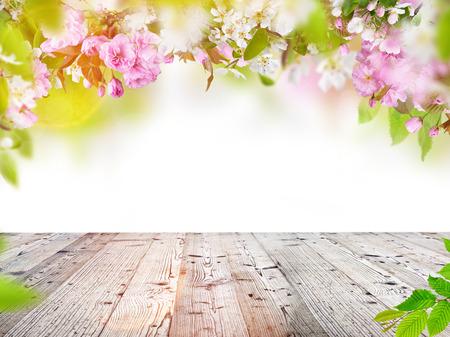 Natuur achtergrond met houten tafel met ruimte voor uw product.