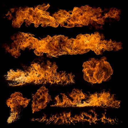 Brandvlammen op zwarte achtergrond, close-up. Stockfoto