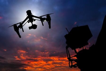 Drone met 4K camera vliegen, close-up.