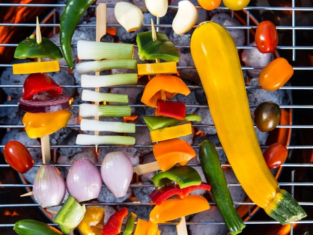grilled vegetables: Grilled skewers and vegetables. Garden barbegue.