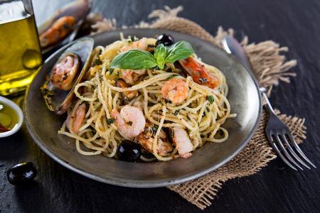 Detalle de espaguetis con salsa de tomate. Cocina italiana, Foto de archivo