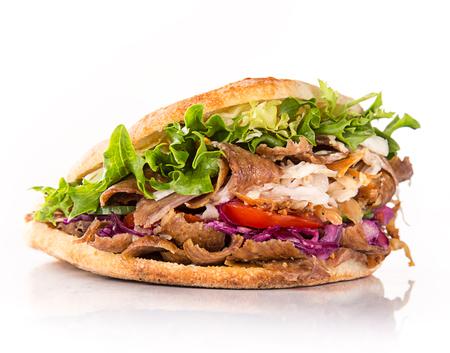 Stretta di panino kebab su sfondo bianco Archivio Fotografico - 57750329