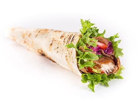 pollo a la brasa: cerca de sándwich de kebab en el fondo blanco