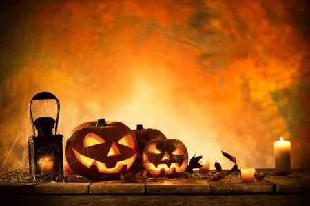 calabazas de halloween: Calabazas de Halloween en la tabla de madera, naturaleza muerta.