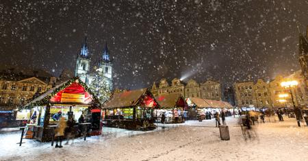 Alte Stadtplatz in Prag zu wir Zeit. Nacht. Standard-Bild - 68075851