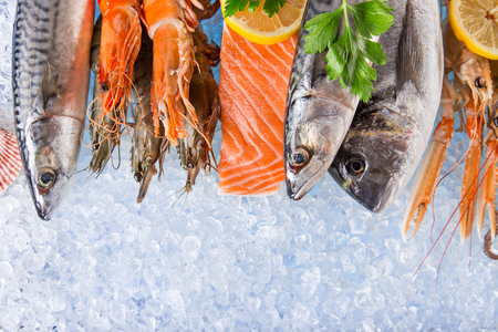 Fresh seafood on crushed ice. Stockfoto