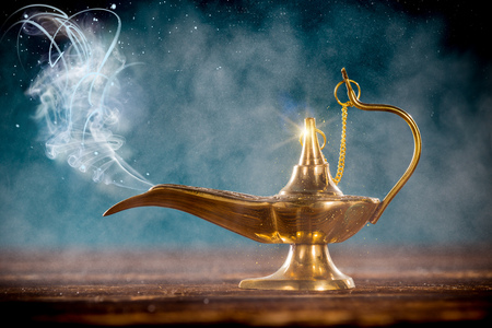 Aladdin magic lamp with smoke. 免版税图像