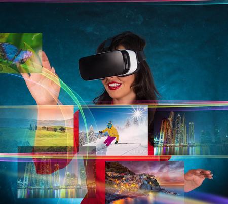Gelukkige vrouw met een bril van virtual reality.