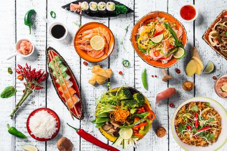 소박한 배경, 상위 뷰, 텍스트에 대 한 장소에 아시아 음식의 다양한.