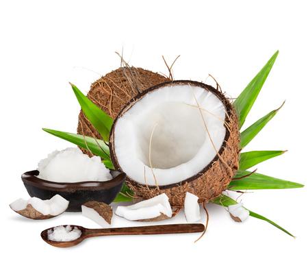 신선한 맛있는 코코넛의 근접입니다. 흰색 배경에 고립.