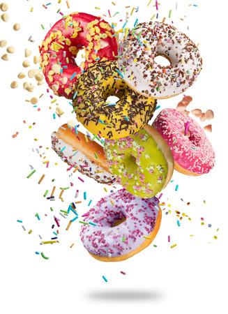 흰색 배경, 근접에 떨어지는 모션에서 맛있는 도넛. 스톡 콘텐츠