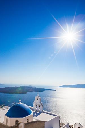 Fira와 블루 돔, 산토리니, 그리스, 유럽의 3 종. 스톡 콘텐츠