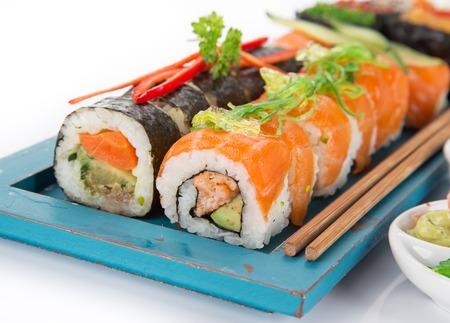 日本の寿司が背景白に設定します。