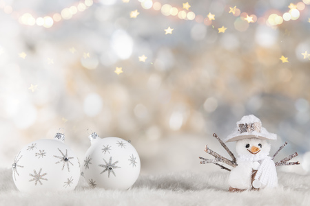 Christmas decoration on wooden background, lots of copy space for your product or text. Standard-Bild