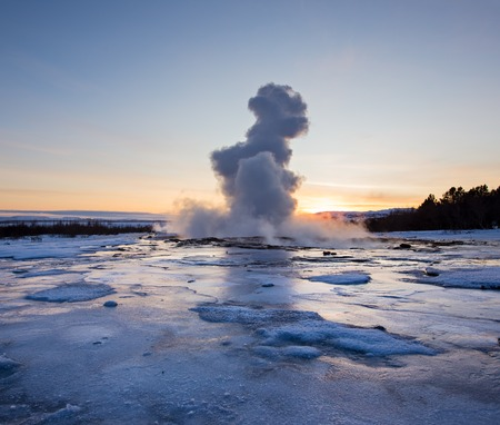 Eruption of famous Strokkur geyser in Iceland. 版權商用圖片