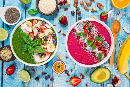 Smoothie bowl with fresh berries, nuts, seeds, fruit and vegetables. Healthy breakfast. 版權商用圖片 - 93560681