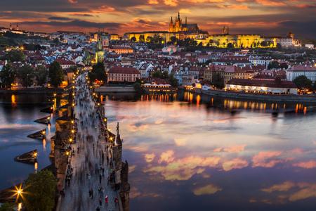 일몰 후 프라하 성곽입니다. 유럽, 체코 공화국.